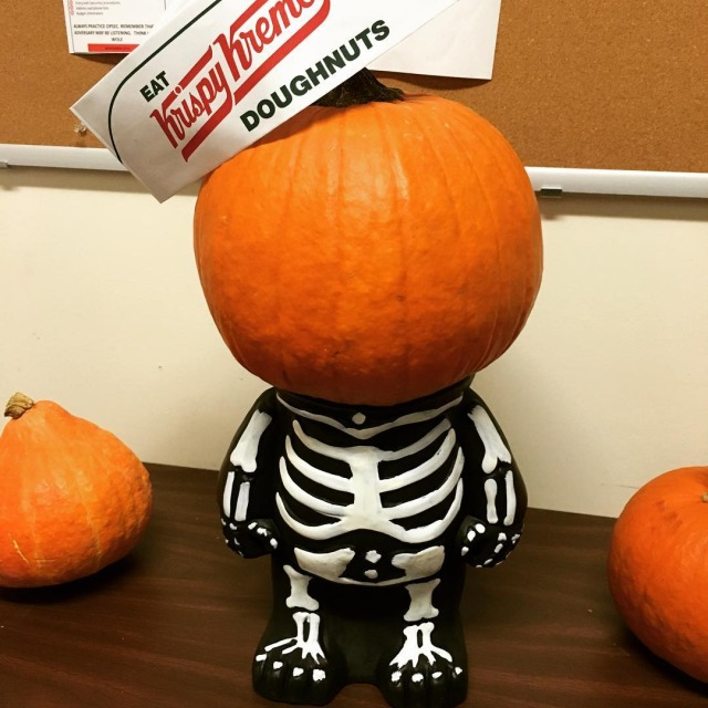 Decorating the office for halloween and I love this littlehellip
