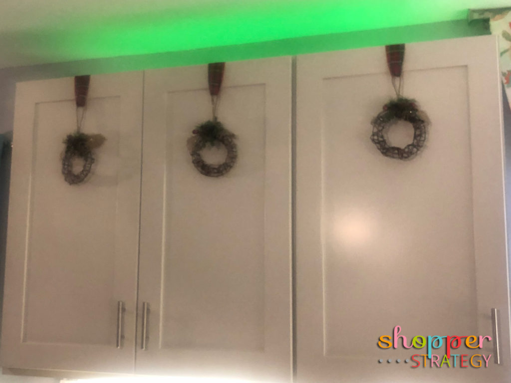 Easy Kitchen Cabinet Decorations for the Holidays